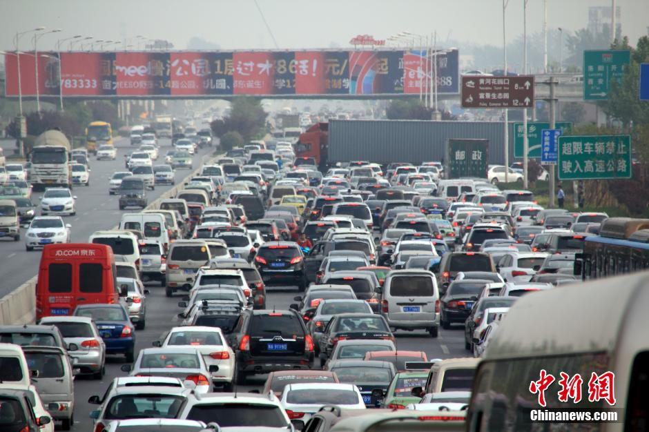 Holiday starts in gridlock for travelers