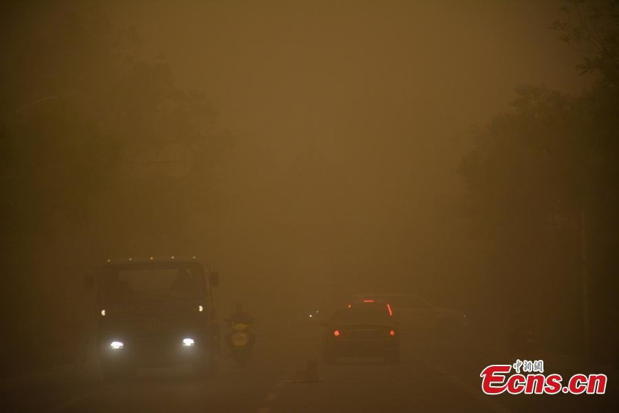 Sandstorm plunges county into traffic chaos