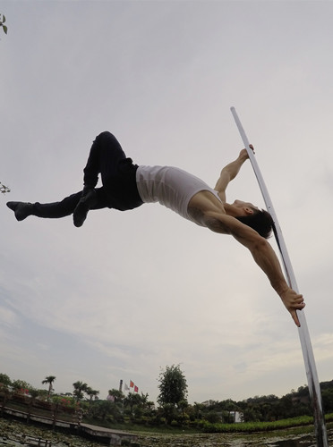 Male pole dancer hopes to break stereotypes