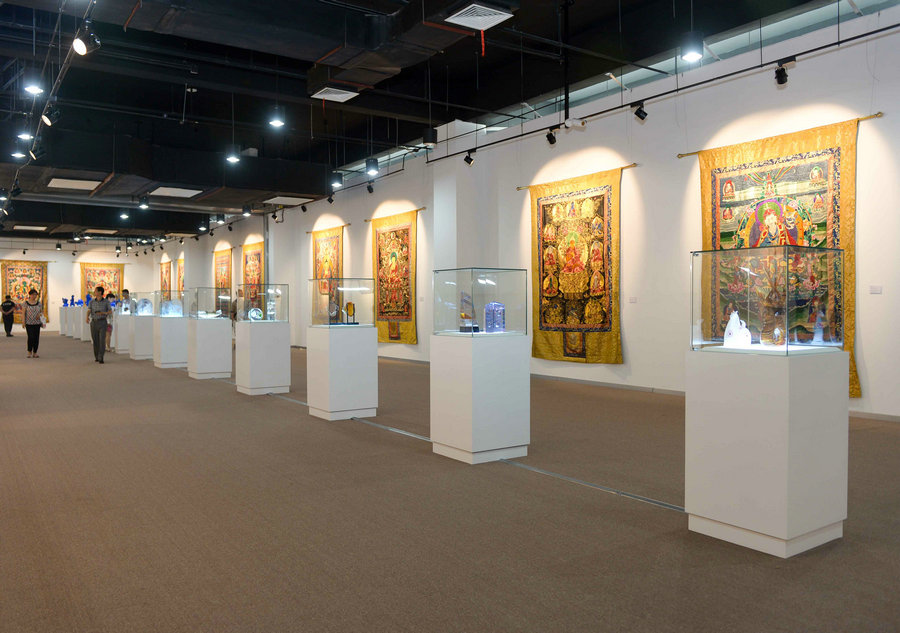 Exhibition highlights 300 cultural items in Beijing