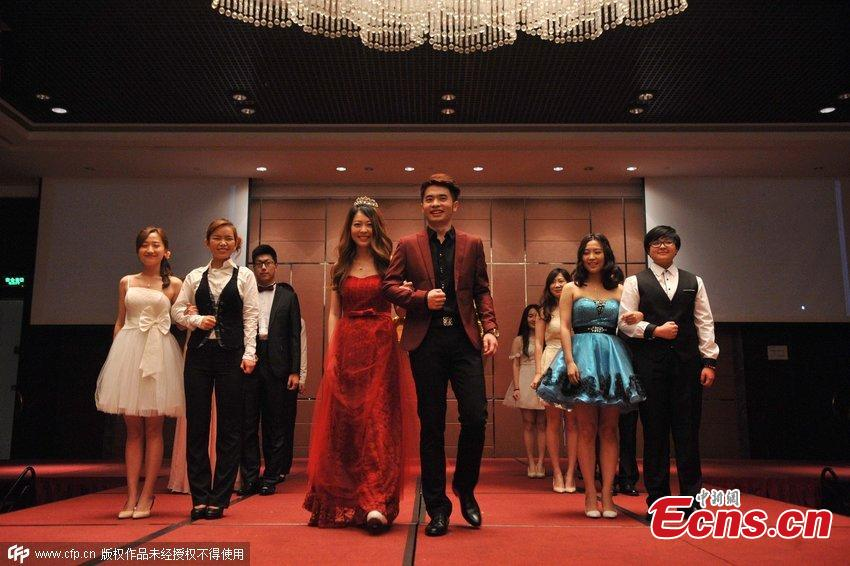 Graduates hold prom at five-star hotel