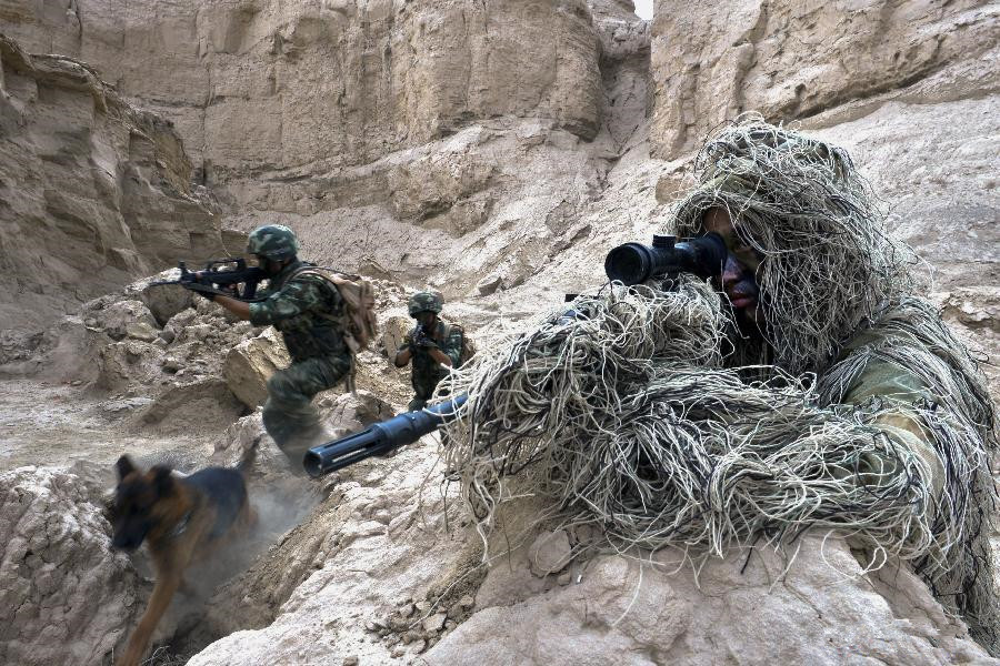 Frontier soldiers take part in combat drill in Xinjiang