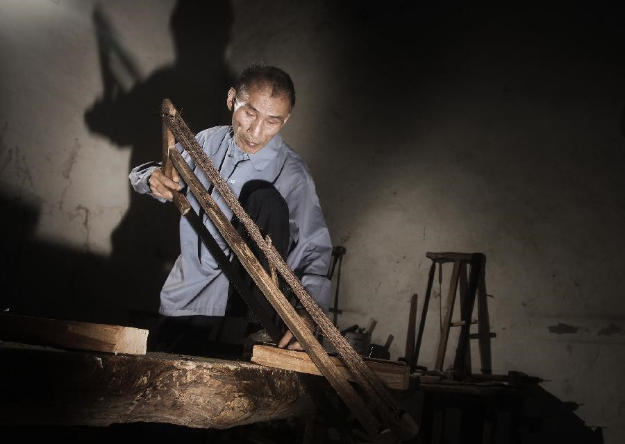 Blind carpenter in Jiangxi