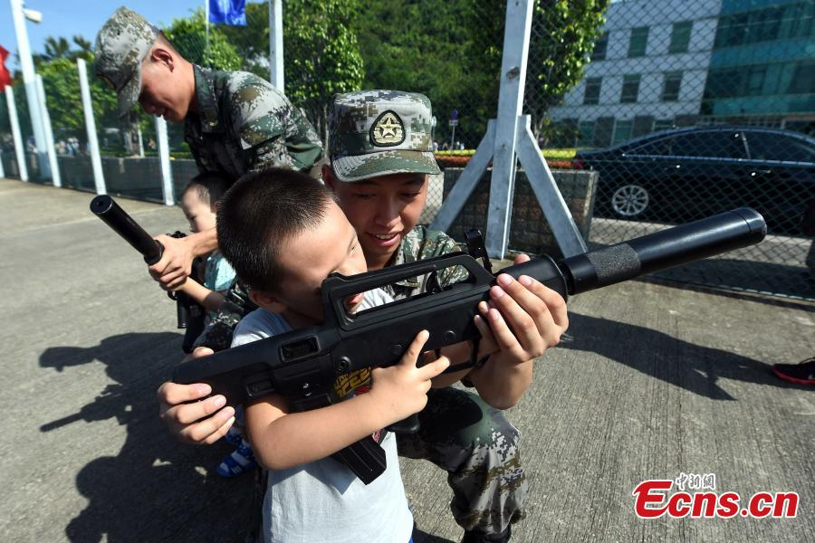 PLA Hong Kong Garrison welcomes visitors on open day