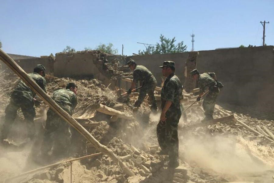 Rescuers work in quake-hit China's Xinjiang