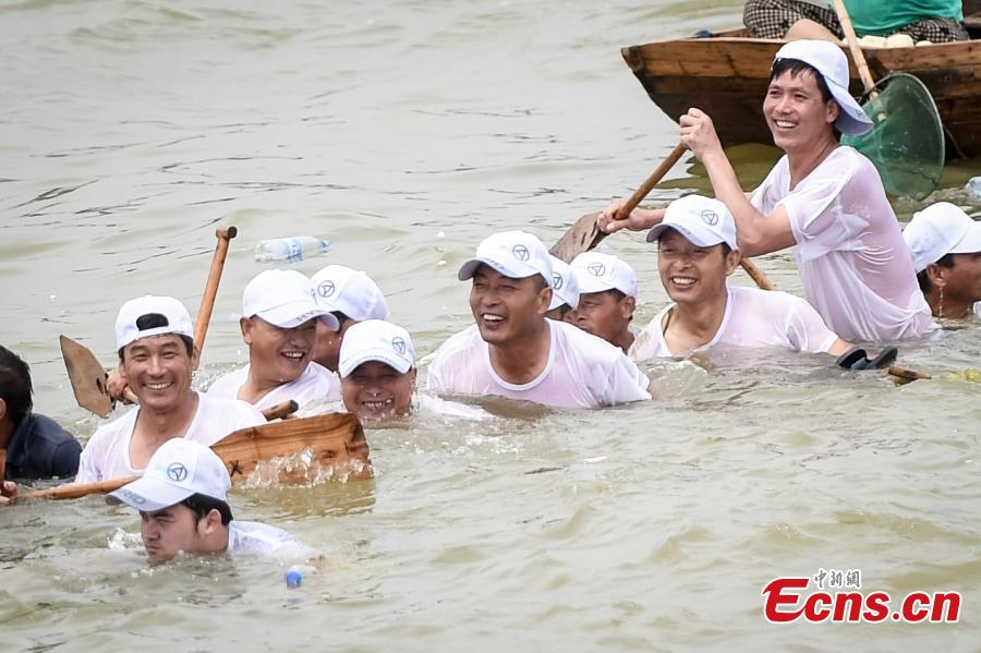Dragon boat becomes 'submarine' during race