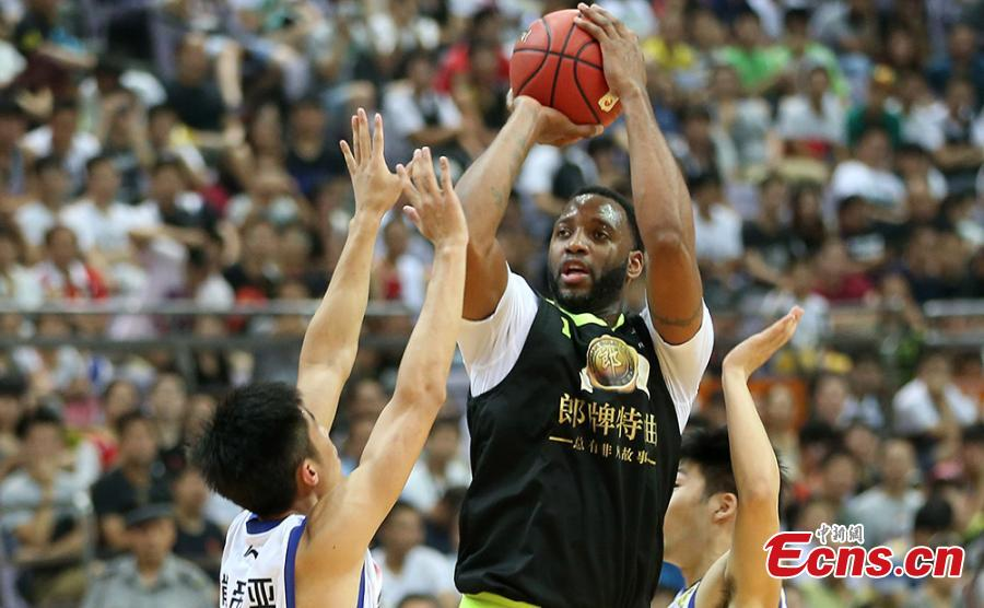 Tracy McGrady plays in Nanjing match