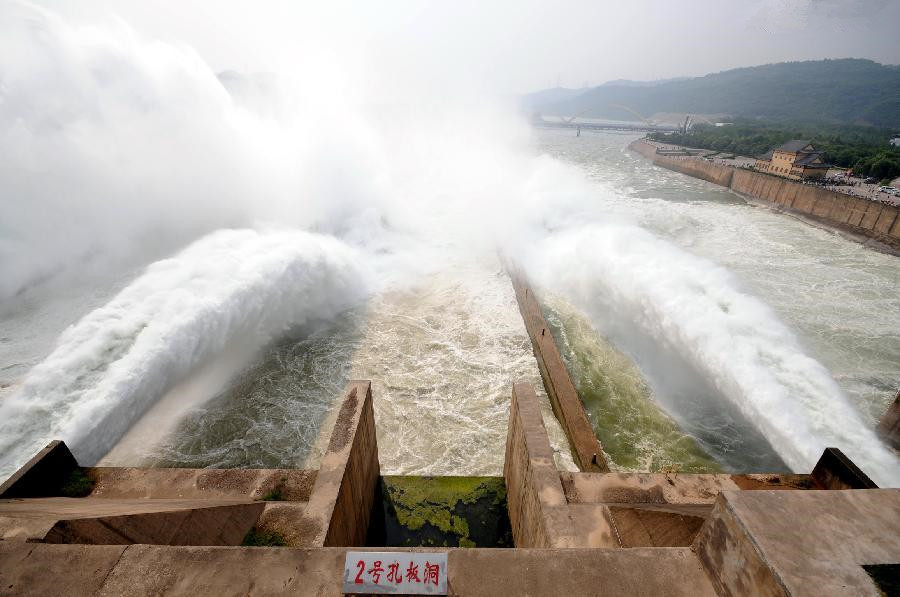 Water cascades generated by Xiaolangdi Dam on Yellow River