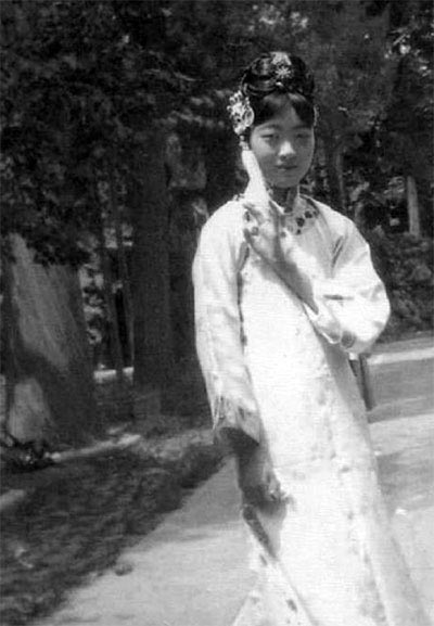 Evolution of Chinese beauties in a century