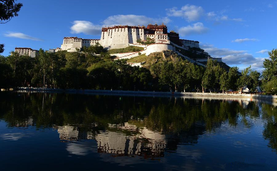 Tibet's visitor numbers expected to hit 17 million in 2015