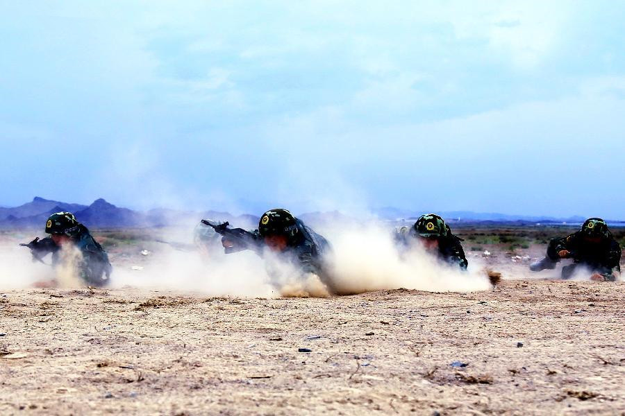 Xinjiang border security troops carry out military trainings