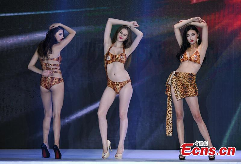 Swimsuit show of world supermodels held in Chengdu