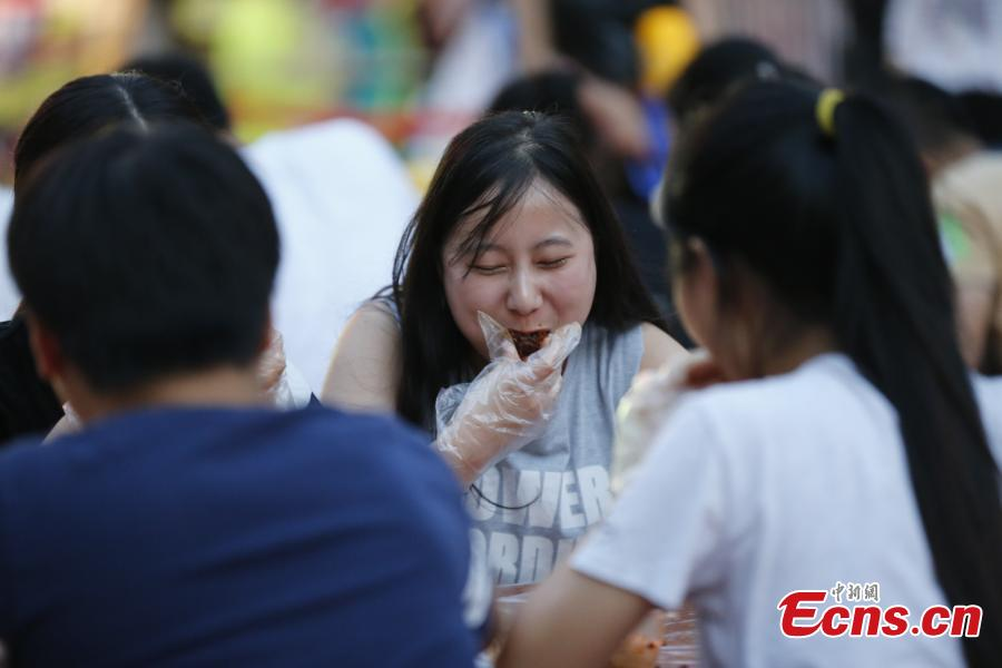 Wuhan holds 'duck neck' eating contest