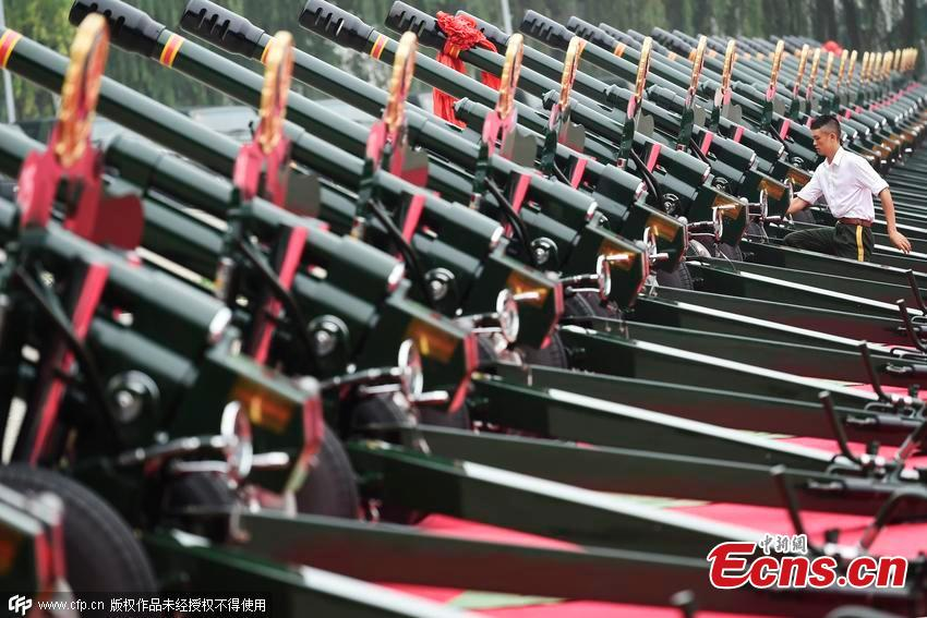 Beijing soldiers train for war anniversary parade