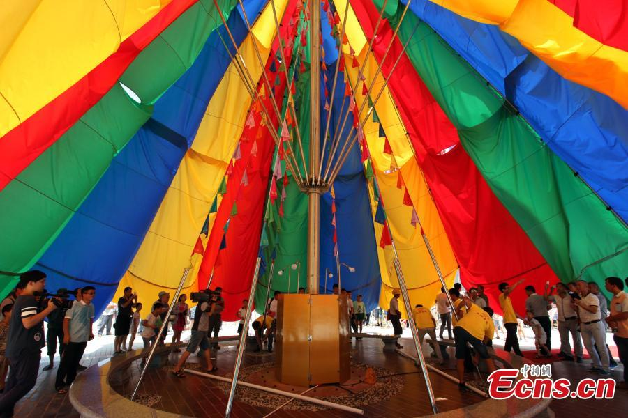 China sets Guinness record for largest umbrella