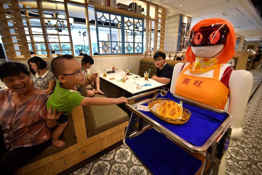 Robot waiter introduced to restaurant in S China