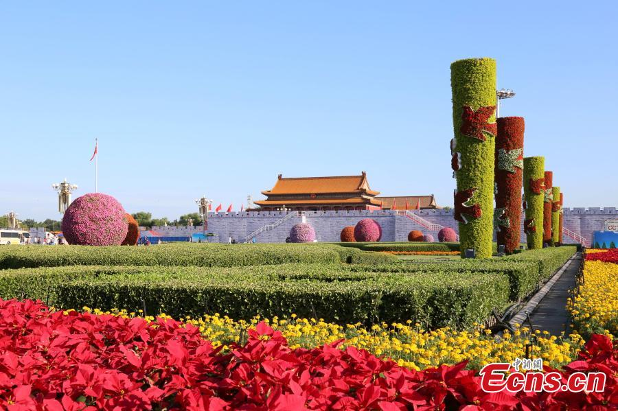 Floral decorations finished in Tiananmen Square
