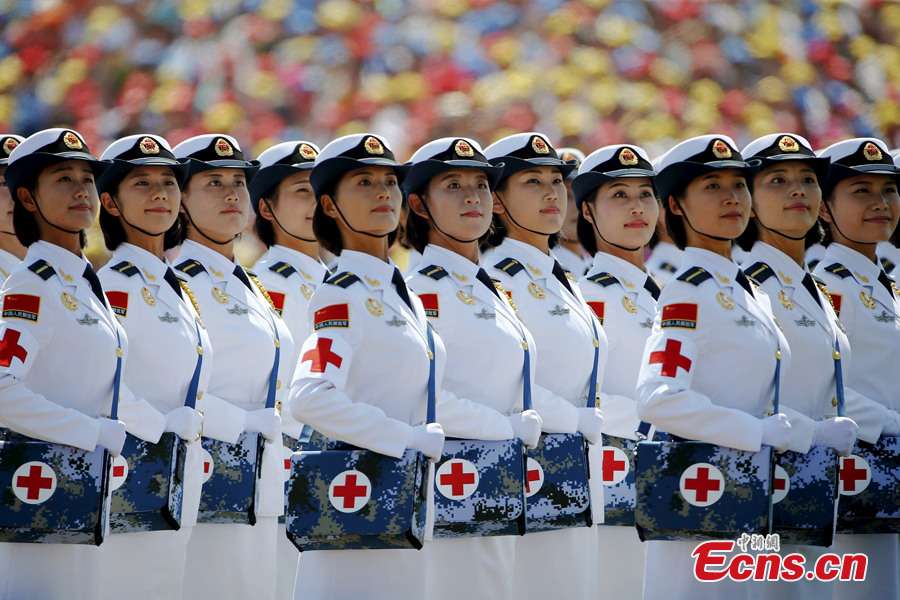 Chinese female soldiers light up V-Day parade