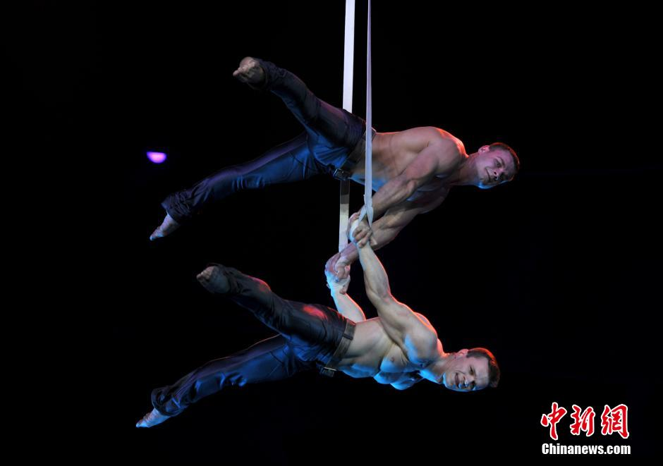 Artists perform at 15th Wuqiao Int'l Circus Festival