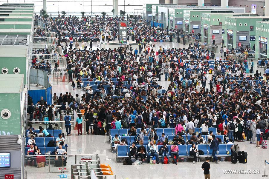 China sees travel rush as National Day holidays draw to end