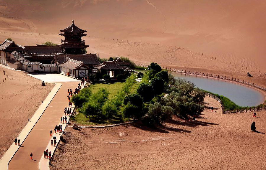 Deserts attract tourists home and abroad