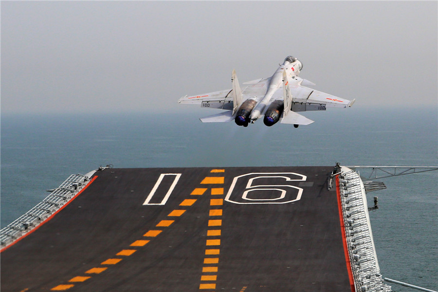 A glimpse into carrier fighter J-15's test flight