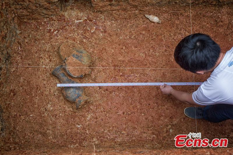 Ancient cooking vessel set unearthed in C China city