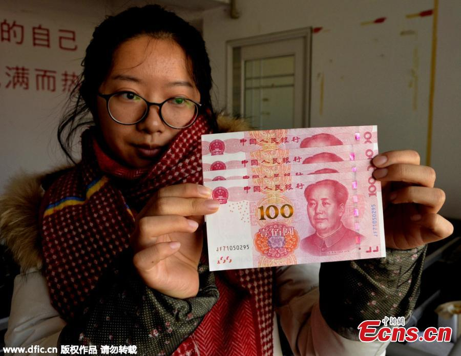 Resident gets suspected misprinted new bank notes in C China city
