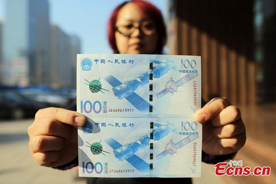 Residents get hands on aerospace-themed commemorative notes