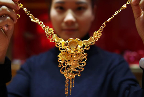 Gold and jade products go on display in Beijing
