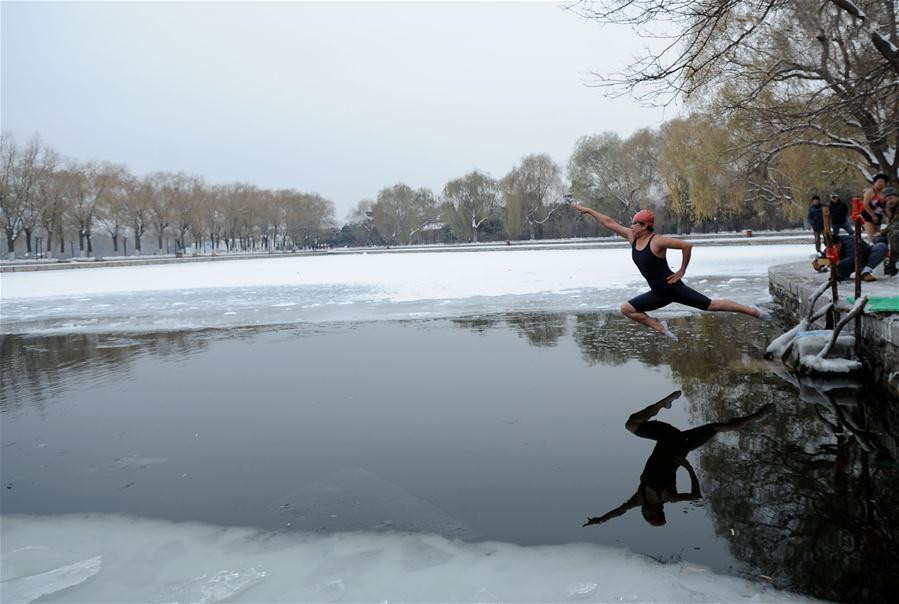 Swimmers jump into frozen lake in Northeast China