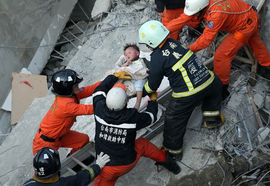 Rescuers race against time to save Taiwan quake survivors