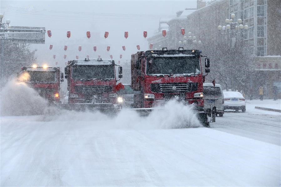 Cold front brings heavy snowfall to Altay City in Xinjiang