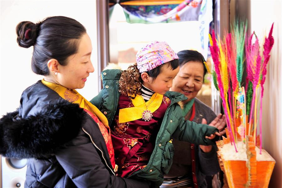Citizens celebrate Tibetan New Year in Lhasa