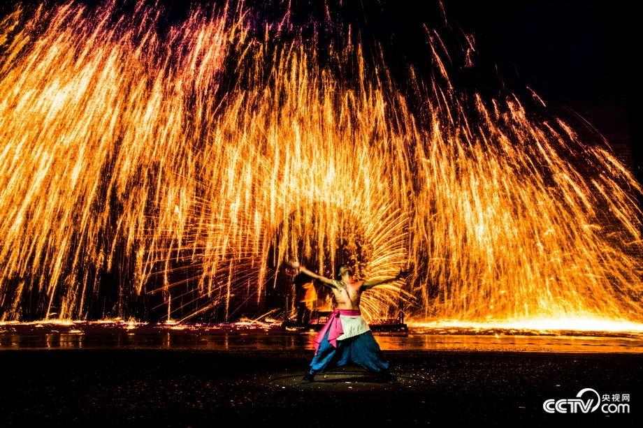 Town shows traditional molten iron fireworks