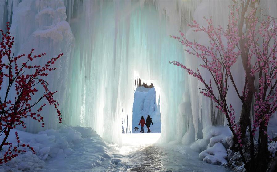 People visit frozen waterfall in Hebei