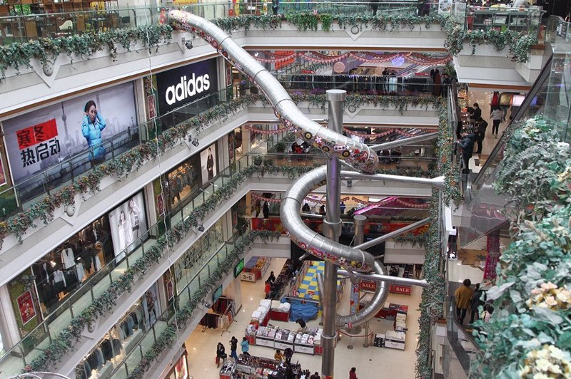 Five-storey slide at shopping mall