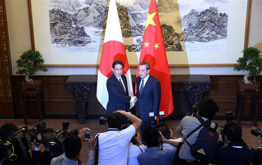 hinese, Japanese FMs hold talks