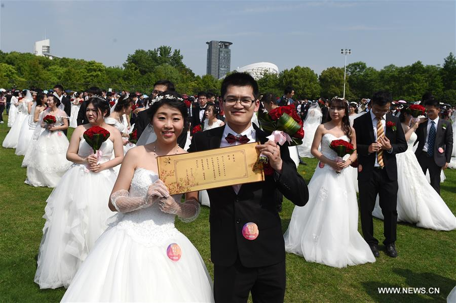 Group wedding held for graduates of Zhejiang University