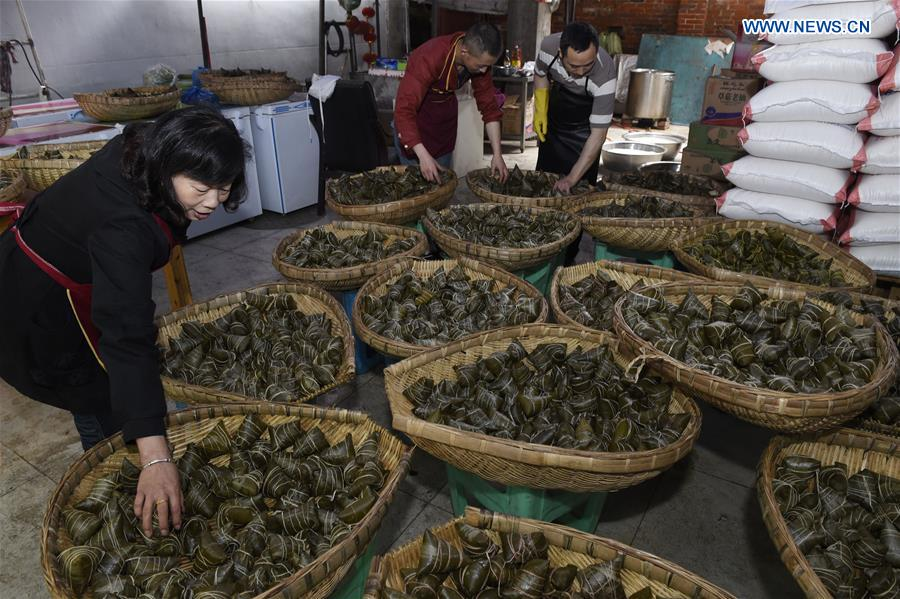 SW China's vendors make Zongzi to greet Dragon Boat Festival