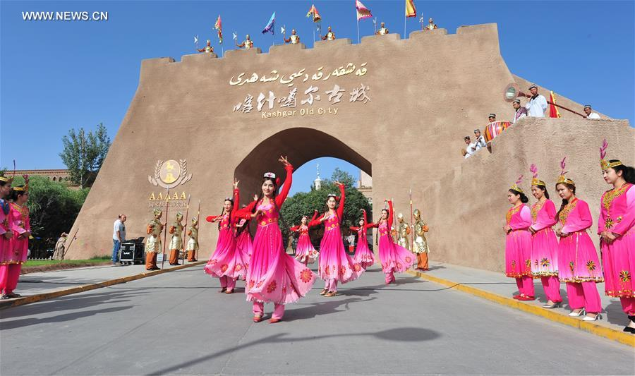 Kashgar attracts good many tourists in NW China's Xinjiang
