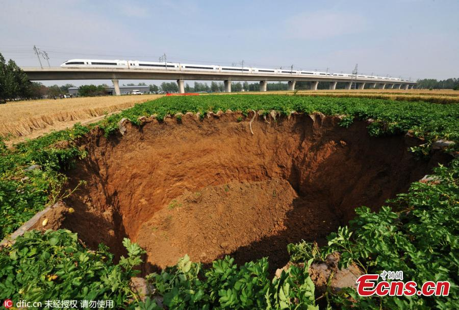 15-meter-deep pit appears near Beijing-Shanghai railway