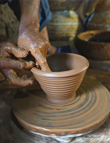 Man spends half a century making clay jars