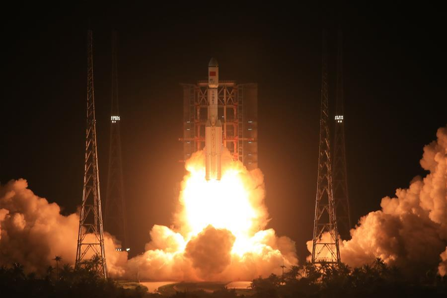 China's new generation carrier rocket blasts off