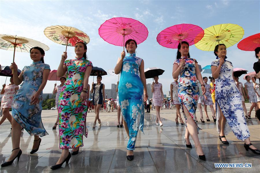 Over 400 fans join cheongsam show