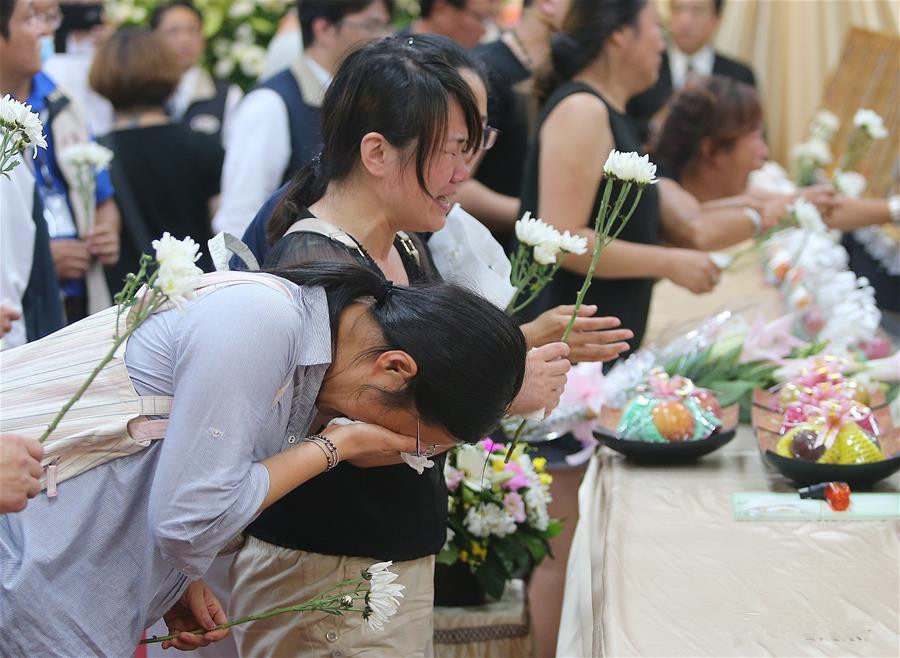 Families of tour-bus accident victims mourn in Taoyuan, Taiwan