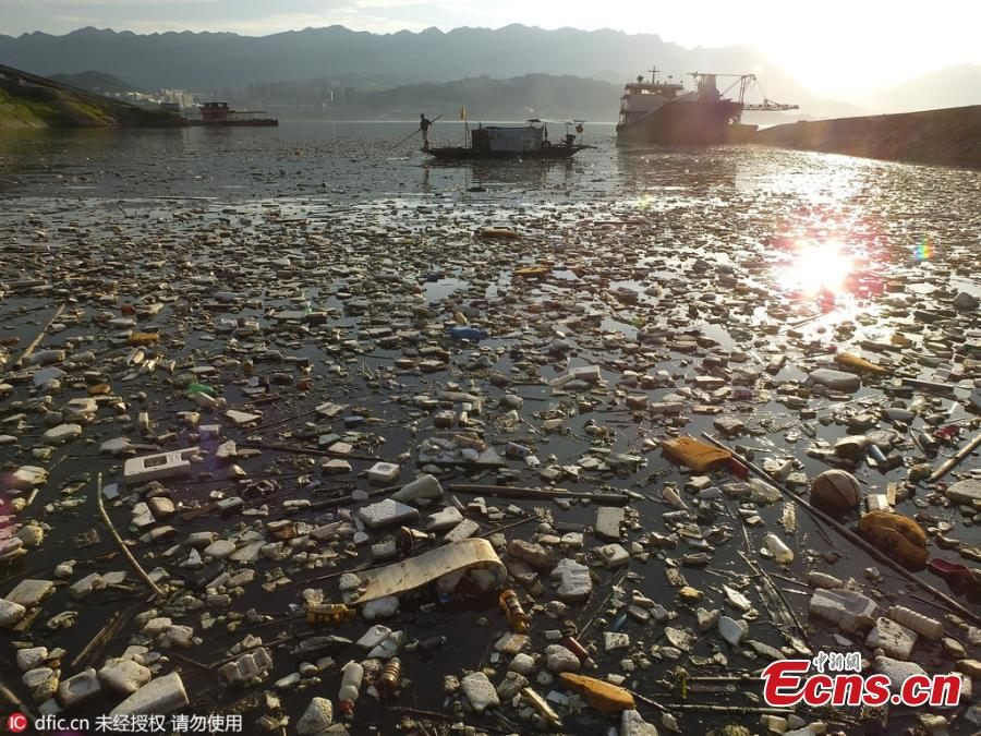 Drifting garbage hits Three Gorges Reservoir