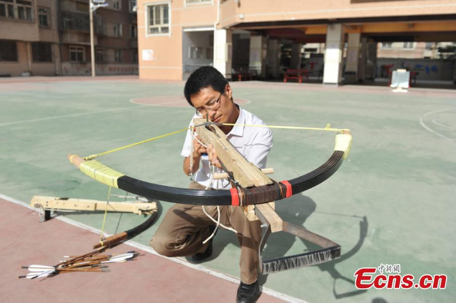 Teacher remakes powerful bow of about 1,000 years ago