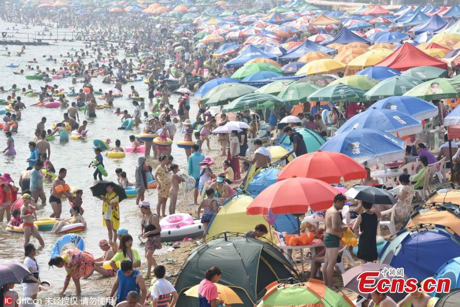 NE China beaches crowded with swimmers