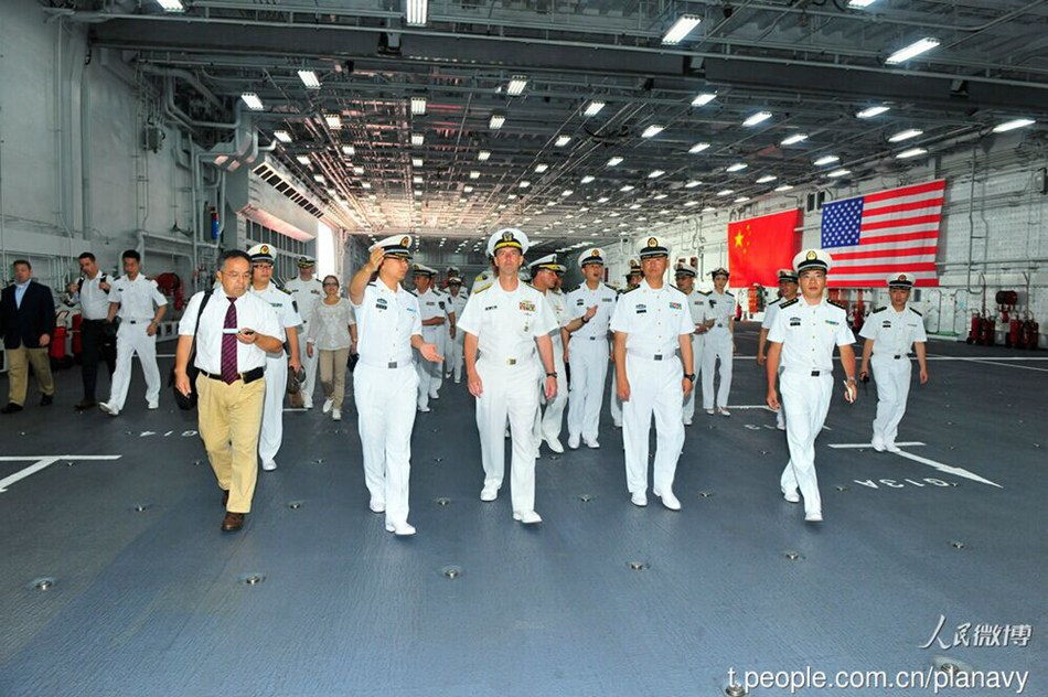 U.S. Navy chief tours Liaoning aircraft carrier